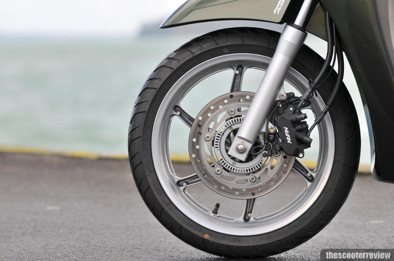 Honda SH 300 - The Scooter Review