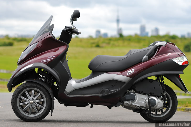 piaggio mp3 250 the scooter review. Black Bedroom Furniture Sets. Home Design Ideas