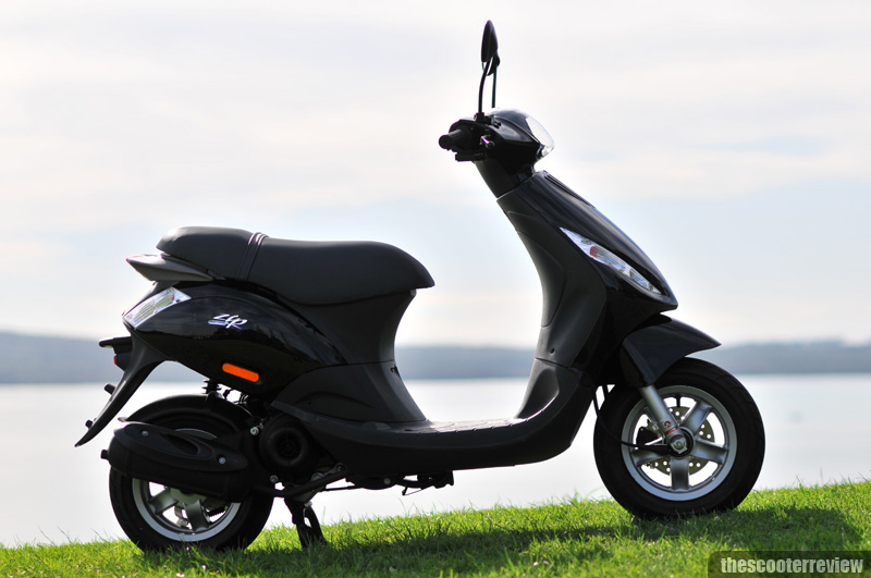 piaggio zip 50 the scooter review. Black Bedroom Furniture Sets. Home Design Ideas